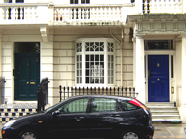 Typical residence in London which is very expensive. - click thumbnail image to view full size image.