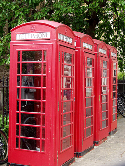I love these phone booths. Soo quaint. - click thumbnail image to view full size image.