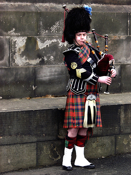You just gotta have an image of a bag pipe musician. I know you agree!!! - click thumbnail image to view full size image.