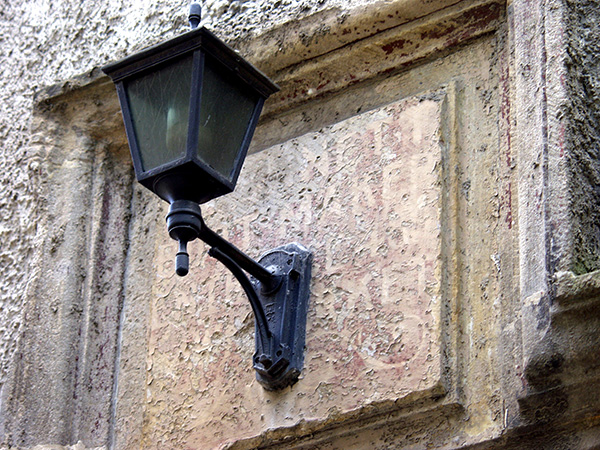 I love these lamps hanging from various buildings. - click thumbnail image to view full size image.