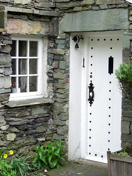 Could not resist shooting this lovely and very quaint entry way. - click thumbnail image to view full size image.