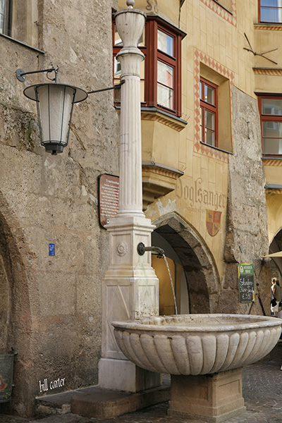 The water from this fountain is potable and citizens drink from it regularly.   - click thumbnail image to view full size image.