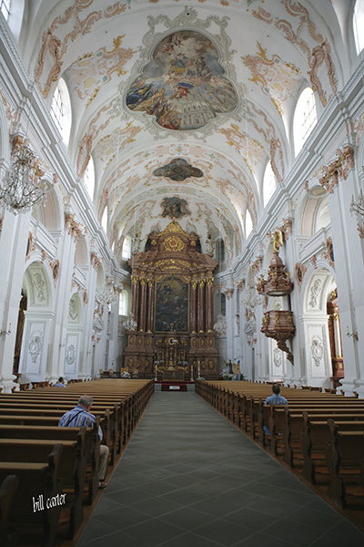 The churches all across Europe are impossibility beautiful and charming. - click thumbnail image to view full size image.